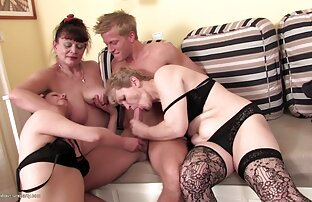 Flicka i stockings i två gratis lespisk porrfilm hål