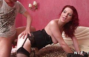 Upptagen erotisk lesbisk film Babe spela framför kameran