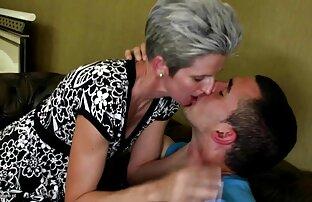 En kvinnlig tränare i samarbete med lesbisk erotisk film sina kunder lämpliga