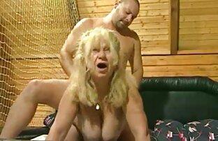 Två blond mogen lesbisk porr lesbiska spela knappen