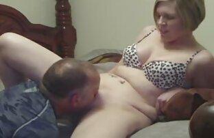 En ung Titan man porr lesbisk sparkar röv